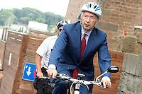 Ignazio Marino in bicicletta con il caschetto, scortato da due vigili urbani in bicicletta<br /> Roma 27/06/2013 Campidoglio. Prima riunione della nuova Giunta capitolina.<br /> Photo Samantha Zucchi Insidefoto