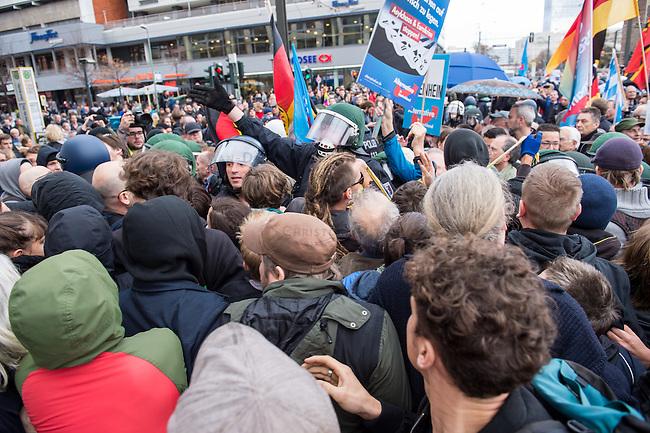 """Bis zu 2500 Anhaenger der Rechtspartei """"Alternative fuer Deutschland"""" (AfD) versammelten sich am Samstag den 7. November 2015 in Berlin zu einer Demonstration. Sie protestierten gegen die Fluechtlingspolitik der Bundesregierung und forderten """"Merkel muss weg"""". Die Demonstration sollte der Abschluss einer sog. """"Herbstoffensive"""" sein, zu der urspruenglich 10.000 Teilnehmer angekuendigt waren.<br /> Mehrere tausend Menschen protestierten gegen den Aufmarsch der Rechten und versuchten an verschiedenen Stellen die Route zu blockieren. Gruppen von AfD-Anhaengern wurden von der Polizei durch Einsatz von Pfefferspray, Schlaege und Tritte durch Gegendemonstranten, die sich an zugewiesenen Plaetzen aufhielten, zur rechten Demonstration gebracht (Hier im Bild). Zum Teil wurden sie von Neonazis-Hooligans dabei angefeuert. Dabei kam es zu Verletzten, mehrere Gegendemonstranten wurden festgenommen.   <br /> 7.11.2015, Berlin<br /> Copyright: Christian-Ditsch.de<br /> [Inhaltsveraendernde Manipulation des Fotos nur nach ausdruecklicher Genehmigung des Fotografen. Vereinbarungen ueber Abtretung von Persoenlichkeitsrechten/Model Release der abgebildeten Person/Personen liegen nicht vor. NO MODEL RELEASE! Nur fuer Redaktionelle Zwecke. Don't publish without copyright Christian-Ditsch.de, Veroeffentlichung nur mit Fotografennennung, sowie gegen Honorar, MwSt. und Beleg. Konto: I N G - D i B a, IBAN DE58500105175400192269, BIC INGDDEFFXXX, Kontakt: post@christian-ditsch.de<br /> Bei der Bearbeitung der Dateiinformationen darf die Urheberkennzeichnung in den EXIF- und  IPTC-Daten nicht entfernt werden, diese sind in digitalen Medien nach §95c UrhG rechtlich geschuetzt. Der Urhebervermerk wird gemaess §13 UrhG verlangt.]"""