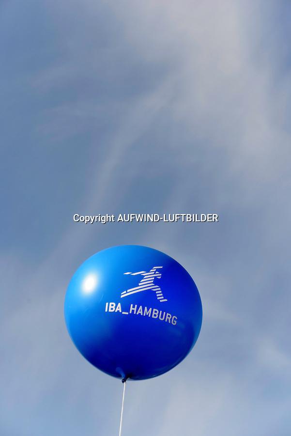IBA Hamburg Ballon: EUROPA, DEUTSCHLAND, HAMBURG, (EUROPE, GERMANY), 24.03.2013: Internationalen Bauausstellung Hamburg 2013, Ballon.