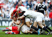 Photo: Richard Lane/Richard Lane Photography. England v Wales. RBS Six Nations. 09/03/2014. England's Chris Robshaw in the thick of the action.