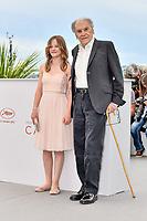 Jean-Louis TRINTIGNANT et Fantine HARDUIN en photocall pour le film HAPPY END lors du soixante-dixième (70ème) Festival du Film à Cannes, Palais des Festivals et des Congres, Cannes, Sud de la France, lundi 22 mai 2017. # 70EME FESTIVAL DE CANNES - PHOTOCALL 'HAPPY END'