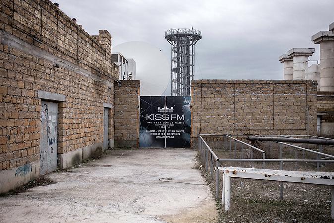"""Das Festival KaZantip (großes """"Z""""!) fand ab Ende der 1990er Jahre bis 2013 immer auf der Krim statt. 70-100.000 Besucher aus aller Welt feierten ausgelassen auf dem Elektro-Festival. Der Organisator rief sogar die Republik """"KaZantip"""" aus, statt einer Eintrittskarte kaufte man ein """"Visum"""". Was bis dato eher als Scherz gedacht war, wurde im März 2014 Realität: Die ganze Region ist nach der völkerrechtswidrigen Anexion der Krim durch Russland nun nicht mehr Teil der Ukraine. 2014 fand das Festival nicht statt, 2015 wird es wieder am ursprünglichen Ort stattfinden. Nur nicht mehr in der Ukraine, sondern in Russland. /  The music festival KaZantip (always written with capital """"Z""""!) started in the end of the 1990s and continued to 2013, taking place at the Crimea. 70-100.000 visitors from all over the world enjoyed electronic music. The organizers even proclaimed the """"Republic of KaZantip"""", festival visitors bought """"visa"""" instead of tickets. What was meant as a joke became reality in 2014 when, after the russian invasion of Crimea , the territory was no longer Ukrainian but Russian. 2014 the festivak did not take place. 2015 it will be organized on the same spot - but in a different county."""