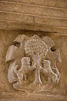 Europe/France/Midi-Pyrénées/46/Lot/Figeac: détail sculpture sur un linteau de porte rue des Frères Champollion
