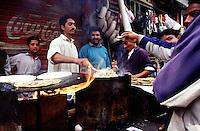 Backing fresh bread (Chiabatti) in the old town of Lahore.<br /> 16.2.2001, Lahore/Pakistan<br /> Copyright: Christian-Ditsch.de<br /> [Inhaltsveraendernde Manipulation des Fotos nur nach ausdruecklicher Genehmigung des Fotografen. Vereinbarungen ueber Abtretung von Persoenlichkeitsrechten/Model Release der abgebildeten Person/Personen liegen nicht vor. NO MODEL RELEASE! Nur fuer Redaktionelle Zwecke. Don't publish without copyright Christian-Ditsch.de, Veroeffentlichung nur mit Fotografennennung, sowie gegen Honorar, MwSt. und Beleg. Konto: I N G - D i B a, IBAN DE58500105175400192269, BIC INGDDEFFXXX, Kontakt: post@christian-ditsch.de<br /> Bei der Bearbeitung der Dateiinformationen darf die Urheberkennzeichnung in den EXIF- und  IPTC-Daten nicht entfernt werden, diese sind in digitalen Medien nach §95c UrhG rechtlich geschuetzt. Der Urhebervermerk wird gemaess §13 UrhG verlangt.]