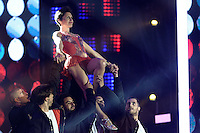 Alessandra SUBLET s'improvise danseuse de Danse avec les Stars - Concert inaugural UEFA EURO 2016 - Fan Zone Tour Eiffel Paris 9 juin 2016 - FRANCE