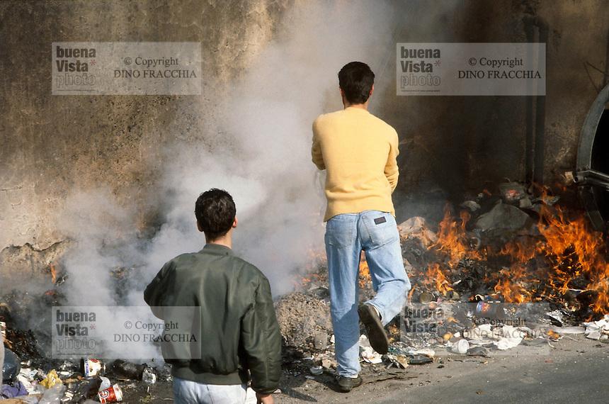 - garbage fire....- incendio di rifiuti........