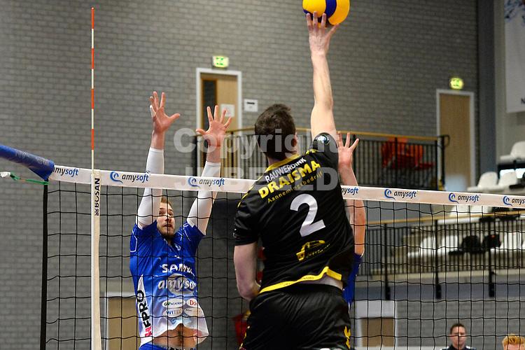 01-01-2021: Volleybal: Amysoft Lycurgus v Draisma Dynamo: Groningen Dynamo speler Jeroen Rauwerink verrast het Lycurgus blok