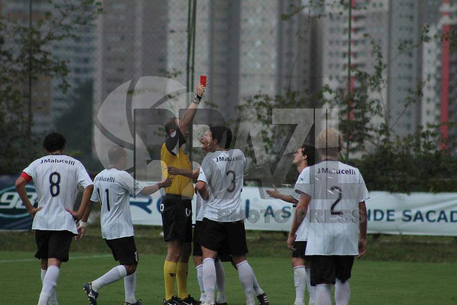 CURITIBA, PR, 06 DE MARÇO DE 2011 – CORINTHIANS-PR X PARANÁ CLUBE – CURITIBA – O Corinthians paranaense e Paraná Clube realizaram na tarde de domingo (6), no Eco-Estádio Janguito Malucelli o primeiro jogo da segunda fase do Campeonato Paranaense 2011. Andrezinho (7), do Corinthians-PR faz falta dura, leva o segundo amarelo e leva o cartão vermelho. (FOTO: ROBERTO DZIURA JR./ NEWS FREE)