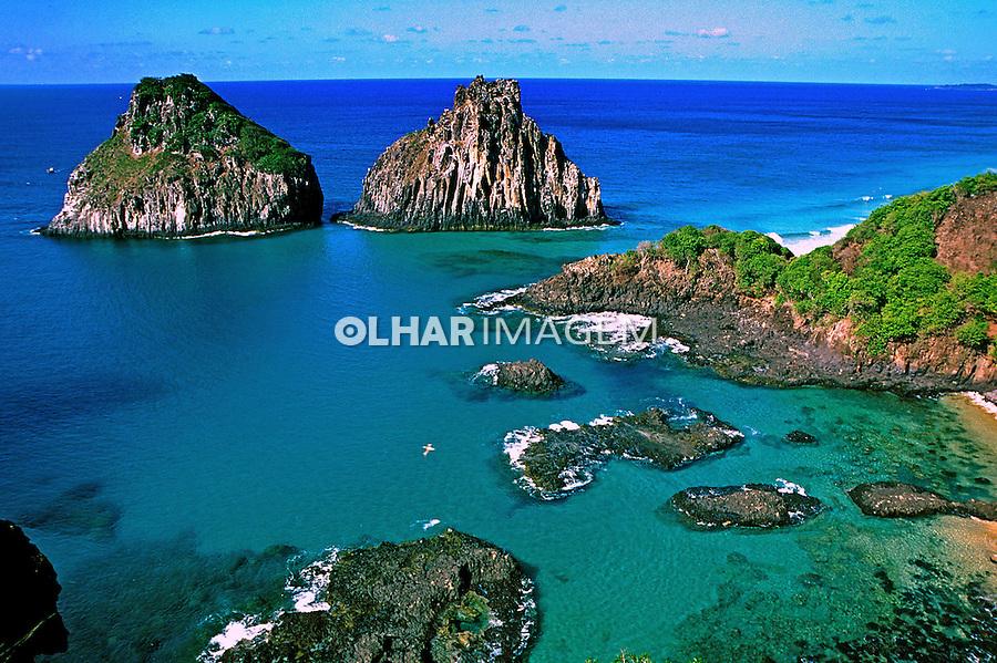 Ilha Dois Irmãos no Arquipélago de Fernando de Noronha. Foto de Juca Martins.