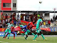 IPIALES - COLOMBIA, 27-02-2019: Fabián Viafara de Deportivo Pasto disputa el balón con Andrés Murillo de La Equidad, durante partido entre Deportivo Pasto y La Equidad, de la fecha 7 por la Liga Águila I 2019, jugado en el estadio Municipal de Ipiales de la ciudad de Ipiales. / Fabián Viafara  of Deportivo Pasto fights for the ball with Andres Murillo of La Equidad, during a match between Deportivo Pasto and La Equidad, of the 7th date for the Aguila Leguaje I 2019 at the Municipal de Ipiales stadium in Ipiales city. Photo: VizzorImage. / Leonardo Castro / Cont.