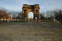 The Maclennan Archway and Jocelyn Gate at the entrance of Glasgow Green, Glasgow<br />
