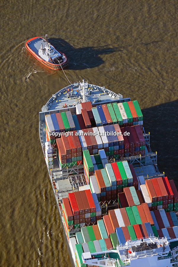 Hamburger Hafenschlepper zieht ein Container Schiff der Reederei Yang Ming: EUROPA, DEUTSCHLAND, HAMBURG, (EUROPE, GERMANY), 02.12.2016  Hamburger Hafenschlepper zieht ein Container Schiff der Reederei Yang Ming