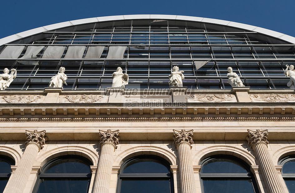 Europe/France/Rhône-Alpes/69/Rhône/Lyon:Façade de  l'opéra de lyon -Achitecte Jean Nouvel- - Les muses du Fronton