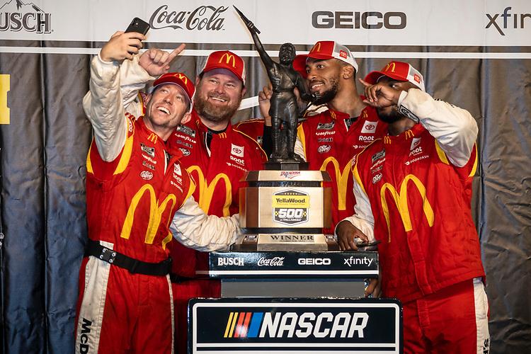 #23: Bubba Wallace, 23XI Racing, Toyota Camry McDonald's crew celebrates in victory lane