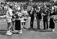 1987, Hilversum, Dutch Open, Melkhuisje, Mecir laat zich als winnaar kussen, midden finalist Perez Roldan