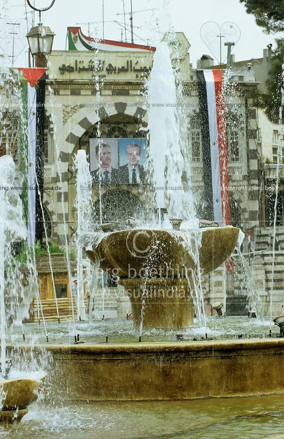 SYRIEN Damaskus Bildnis des syrischen Staatspraesident Bashar al-Assad und seines Vaters und Vorgaengers Hafiz al-Assad / SYRIA Damascus, images of president Bashar al-Assad and his father Hafiz al-Assad