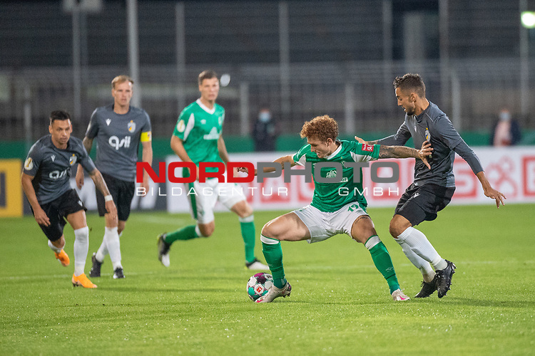 12.09.2020, Ernst-Abbe-Sportfeld, Jena, GER, DFB-Pokal, 1. Runde, FC Carl Zeiss Jena vs SV Werder Bremen<br /> <br /> <br /> Joshua Sargent (Werder Bremen #19)<br /> Pattrick Erras (Werder Bremen Neuzugang 29<br /> René Lange (Carl Zeiss Jena #20)<br /> <br />  <br /> <br /> <br /> Foto © nordphoto / Kokenge
