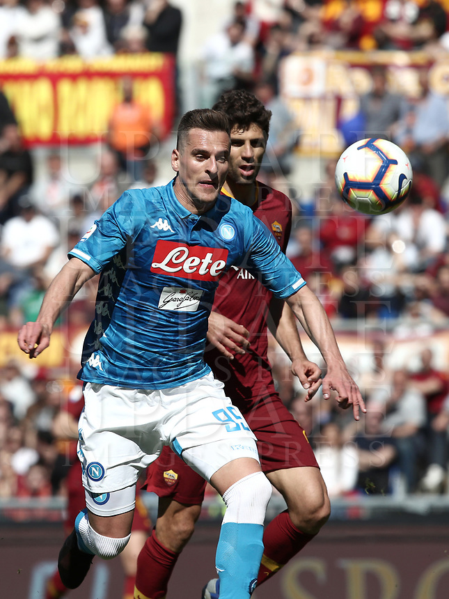 Football, Serie A: AS Roma - SSC Napoli, Olympic stadium, Rome, March 31, 2019. <br /> Napoli's Arkadiusz Milik (l) in action with Roma's Federico Fazio (r) during the Italian Serie A football match between Roma and Napoli at Olympic stadium in Rome, on March 31, 2019.<br /> UPDATE IMAGES PRESS/Isabella Bonotto