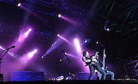 Das Festival With Full Force geht in die 18. Runde. 60 Bands aus der Hardcore-, Punk- und Metallszene haben sich auf dem haertesten Acker Deutschlands nahe Roitzschjora versammelt. Dazu gesellen sich nach Angaben der Veranstalter Sven Borges, Mike Schorler und Roland Ritter fast 30000 Besucher aus aller Welt. Drei Tage lassen die Bands ihre stromgestaehlten Gitarren gluehen und pusten per Mega-Boxenwand das Gras von der Landebahn des Sportflugplatzes. im Bild: Bullet for my Valentine: Michael Paget (li) und  Nick Crandle (re).   Foto: Alexander Bley