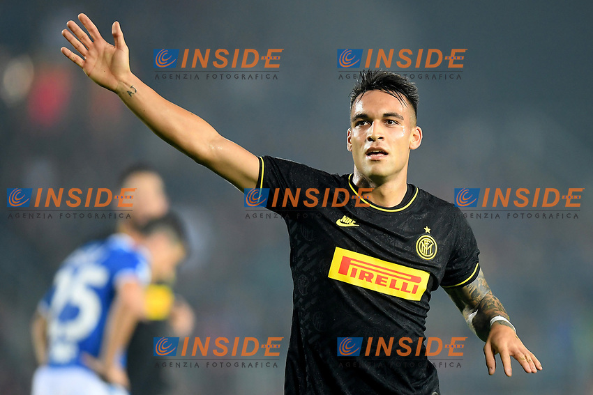 191030 -- BRESCIA, Oct. 30, 2019 Xinhua -- FC Inter s Lautaro Martinez celebrates his goal during a Serie A soccer match between Brescia and FC Inter in Brescia, Italy, Oct 29, 2019. Photo by Alberto Lingria/Xinhua SPITALY-BRESCIA-SOCCER-SERIE A-INTER MILAN VS BRESCIA PUBLICATIONxNOTxINxCHN<br /> Brescia 29-10-2019 Stadio Mario Rigamonti <br /> Football Serie A 2019/2020 <br /> Brescia - FC Internazionale <br /> Photo Alberto Lingria / Xinhua / Imago  / Insidefoto