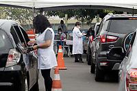 Campinas (SP), 12/02/2021 - VACINA-SP - Movimentação de carros no sistema de drive-thru para a vacinação contra Covid-19 para idosos entre 85 a 89 anos, nesta sexta-feira (12) no Centro de Vivência dos Idosos (CVI), no bairro Taquaral, na cidade de Campinas, interior e São Paulo.