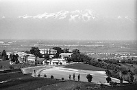 Oliva Gessi, paese in provincia di Pavia, con la pianura padana e le Alpi sullo sfondo --- Oliva Gessi, small village in the province of Pavia, with the padan plain and the Alps on the background
