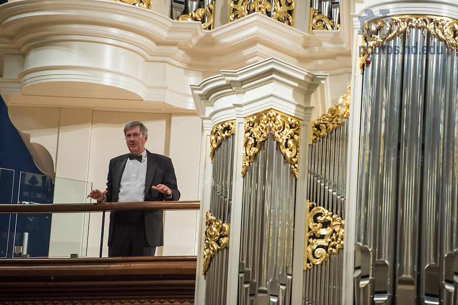 January 20, 2017; Organist Craig Cramer speaks to the audience at the close of the Blessing and Organ Recital for the Murdy Family Organ in the Basilica of the Sacred Heart. (Photo by Barbara Johnston/University of Notre Dame)