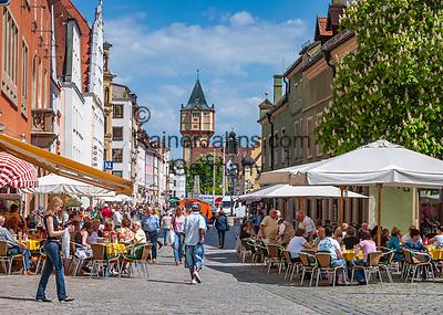 Deutschland, Bayern, Niederbayern, Straubing: Innenstadt, Strassencafes, Fussgaengerzone, Wasserturm | Germany, Bavaria, Lower Bavaria, Straubing: centre, pavement cafes, pedestrian area, water tower