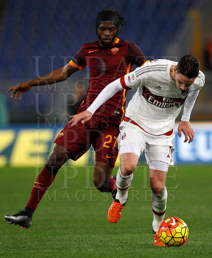 Calcio, Serie A: Roma vs Milan. Roma, stadio Olimpico, 9 gennaio 2016.<br /> AC Milan's Mattia De Sciglio, right, is chased by Roma's Gervinho during the Italian Serie A football match between Roma and Milan at Rome's Olympic stadium, 9 January 2016.<br /> UPDATE IMAGES PRESS/Riccardo De Luca