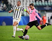 Football Soccer: UEFA Champions League -Group Stage-  Group G - Juventus vs FC Barcellona, Allianz Stadium. Turin, Italy, October 28, 2020.<br /> Barcellona's Antoine Griezmann (r) in action with juventus' captain Leonardo Bonucci (l) during the Uefa Champions League football soccer match between Juventus and Barcellona at Allianz Stadium in Turin, October 28, 2020.<br /> UPDATE IMAGES PRESS/Isabella Bonotto