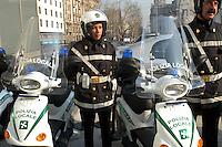 - exhibit of ecological vehicles organized by Lombardy Regional Authority, municipal policeman with electric moped....- mostra di veicoli ecologici organizzata dalla Regione Lombardia, vigili urbani con ciclomotore elettrico