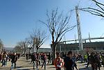 La Piazza Olimpica di fronte allo Stadio Olimpico di Torino prima di una partita di calcio.