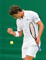 21-06-10, Tennis, England, Wimbledon, Jesse Huta Galung pept zich op