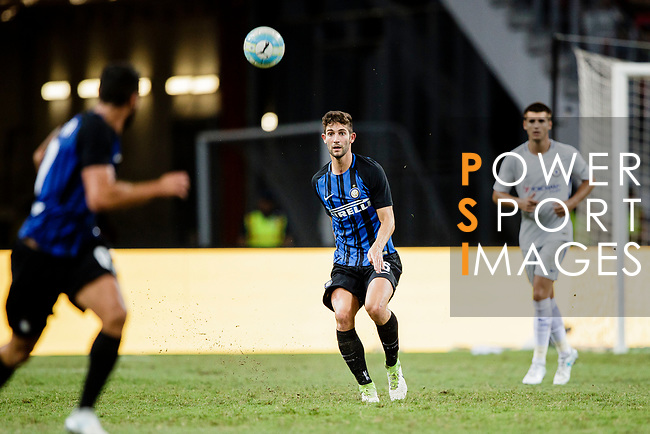 FC Internazionale Midfielder Roberto Gagliardini (C) zin action during the International Champions Cup 2017 match between FC Internazionale and Chelsea FC on July 29, 2017 in Singapore. Photo by Marcio Rodrigo Machado / Power Sport Images