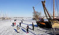 Nederland  Monnickendam Feb. 2021.  IJs in de haven van Monnickendam. De Gouwzee.  Foto Berlinda van Dam / HH / ANP.