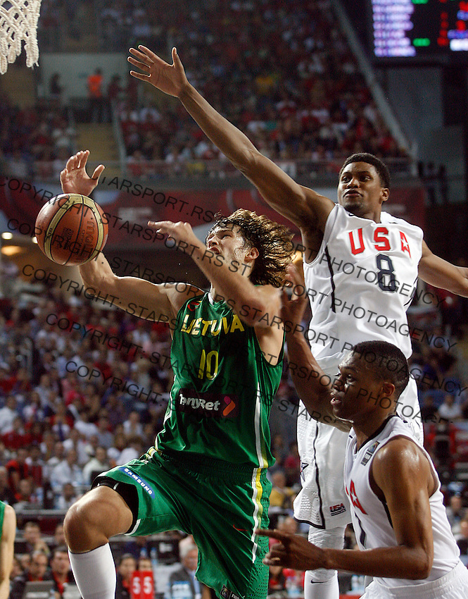 Simas JASAITIS (Lithuania)  passes Rudy GAY (USA) and Russel WESTBROOK (USA) during the semi-final World championship basketball match against USA in Istanbul, USA-Lithuania, Turkey on Saturday, Sep. 11, 2010. (Novak Djurovic/Starsportphoto.com) .