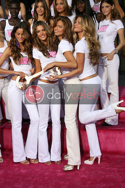 Izabel Goulart and Alessandra Ambrosio with Adriana Lima and Gisele Bundchen<br />receiving the Key to the City of Hollywood. Grauman's Chinese Theatre, Hollywood, CA. 11-15-06<br />Dave Edwards/DailyCeleb.com 818-249-4998