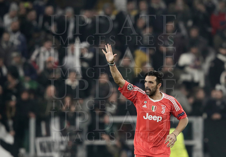 Football Soccer: UEFA Champions League Juventus vs FC Barcelona Allianz Stadium. Turin, Italy, November 22, 2017. <br /> Juventus' captain and goalkeeper Gianluigi Buffon greets Juventus' supporters at the end of the Uefa Champions League football soccer match between Juventus and FC Barcelona at Allianz Stadium in Turin, November 22, 2017.<br /> Juventus and Barcelona drawn 0-0. <br /> UPDATE IMAGES PRESS/Isabella Bonotto