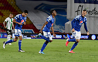 BOGOTA - COLOMBIA, 31-10-2020: Emerson Rodriguez de Millonarios F. C. celebra con sus compañeros de equipo despues de anotar el primer gol a Atletico Nacional, durante partido entre Millonarios F. C. y Atletico Nacional de la fecha 17 por la Liga BetPlay DIMAYOR 2020 jugado en el estadio Nemesio Camacho El Campin de la ciudad de Bogota. / Emerson Rodriguez of Millonarios F. C. celebrates with his teammates after scoringthe first goal to Atletico Nacional, during a match between Millonarios F. C. and Atletico Nacional of the 17th date for the BetPlay DIMAYOR League 2020 played at the Nemesio Camacho El Campin Stadium in Bogota city. / Photo: VizzorImage / Luis Ramirez / Staff.