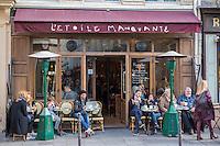 Europe,France,Ile-de-France,75004,Paris: Quartier du Marais, terrasses de rue, rue Vieille du Temple