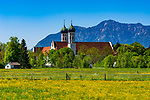 Deutschland, Bayern, Toelzer Land, Benediktbeuern: Kloster Benediktbeuern vor der Benediktenwand | Germany, Bavaria, Toelzer Land, Benediktbeuern: Monastery Benediktbeuern and Benediktenwand mountains