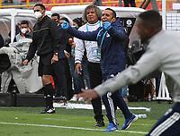 BOGOTÁ- COLOMBIA, 13-06-2021:Alberto Gamero director técnico de Millonarios gesticula durante partido por la semifinal entre Millonarios y Atlético Junior  como parte de la Liga BetPlay DIMAYOR 2021 jugado en el estadio  Nemesio Camacho El Campín de la ciudad de Bogotá. / Alberto Gamero coach of Millonarios  gestures during Match for the semifinal between Millonarios  and Atletico Junior as part of the BetPlay DIMAYOR League I 2021 played at Nemesio Camacho El Campin stadium in Bogota city. Photo: VizzorImage / Felipe Caicedo / Staff