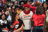 """Der ehemalige Praesident Brasiliens, Luiz Inacio Lula da Silva sprach am Dienstag den 10. Maerz 2020 in Berlin auf einer Veranstaltung der Friedrich Ebert Stiftung und der Gewerkschaft IG Metall vor ca. 600 Menschen. <br /> Sein Thema war """"Verteidigung der Demokratie in Brasilien"""".<br /> Im Bild: Veranstaltungsbesucherinnen.<br /> 10.3.2020, Berlin<br /> Copyright: Christian-Ditsch.de<br /> [NUR FUER REDAKTIONELLE ZWECKE! Werbung nur auf Anfrage beim Fotografen. Inhaltsveraendernde Manipulation des Fotos nur nach ausdruecklicher Genehmigung des Fotografen. Vereinbarungen ueber Abtretung von Persoenlichkeitsrechten/Model Release der abgebildeten Person/Personen liegen nicht vor. NO MODEL RELEASE! Don't publish without copyright Christian-Ditsch.de, Veroeffentlichung nur mit Fotografennennung, sowie gegen Honorar, MwSt. und Beleg. Konto: I N G - D i B a, IBAN DE58500105175400192269, BIC INGDDEFFXXX, Kontakt: post@christian-ditsch.de<br /> Bei der Bearbeitung der Dateiinformationen darf die Urheberkennzeichnung in den EXIF- und  IPTC-Daten nicht entfernt werden, diese sind in digitalen Medien nach §95c UrhG rechtlich geschuetzt. Der Urhebervermerk wird gemaess §13 UrhG verlangt.]"""