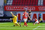 Fussball - 3.Bundesliga - Saison 2020/21<br /> Kaiserslautern -  Fritz-Walter-Stadion 03.04.2021<br /> 1. FC Kaiserslautern (fck)  - FC Halle (hal) 3:1<br /> Philipp HERCHER (1. FC Kaiserslautern), Nr. 23, erzielt das 3:1, Torwart Sven MUELLER (hal) ist ohne Chance<br /> <br /> Foto © PIX-Sportfotos *** Foto ist honorarpflichtig! *** Auf Anfrage in hoeherer Qualitaet/Aufloesung. Belegexemplar erbeten. Veroeffentlichung ausschliesslich fuer journalistisch-publizistische Zwecke. For editorial use only. DFL regulations prohibit any use of photographs as image sequences and/or quasi-video.