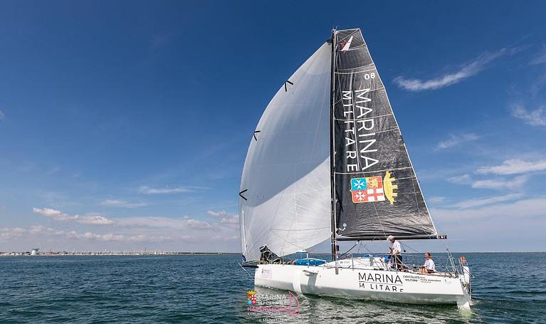 Marina Militare (Giovanna Valsecchi / Andrea Pendibene) up to third overall at the Mixed Two Person Offshore World Championship