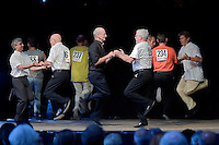 Concours de dans fisel homme.Le bal - habituellement, jamais ou presque 2 hommes ne dansent ensembles