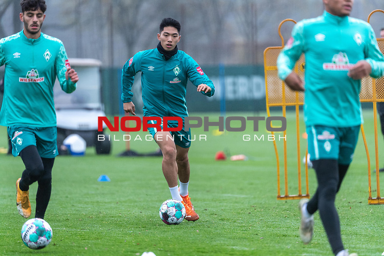 17.11.2020, Trainingsgelaende am wohninvest WESERSTADION - Platz 12, Bremen, GER, 1.FBL, Werder Bremen Training<br /> <br /> KYU-HYUN PARK  (Werder Bremen II #22)<br /> <br /> Einzelaktion, Ganzkörper / Ganzkoerper, Ball am Fuss, Querformat<br /> <br /> Foto © nordphoto / Kokenge