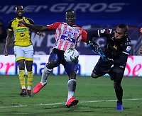 BARRANQUILLA - COLOMBIA, 08-11-2020: Carmelo Valencia de Atletico Junior y Juan Serrano de Alianza Petrolera disputan el balon, durante partido entre Atletico Junior y Alianza Petrolera, de la fecha 18 por la Liga BetPlay DIMAYOR 2020 jugado en el estadio Romelio Martinez de la ciudad de Barranquilla. / Carmelo Valencia de Atletico Junior and Juan Serrano of Alianza Petrolera battle for the ball, during a match between Atletico Junior and Alianza Petrolera of the 18th date for the BetPlay DIMAYOR Leguaje 2020 played at the Romelio Martinez Stadium in Barranquilla city. / Photo: VizzorImage / Jesus Rico / Cont.