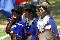 SILVIA-COLOMBIA-25-01-2000. Mujeres Indigenas de Guambia luciendo trajes típicos en Silvia, Departamento del Cauca, Colombia, enero 25 de 2000. Guambia indigenous women wearing traditional costumes in Silvia, Cauca, Colombia, January 25, 2000, (Photo: Luis Ramirez)..
