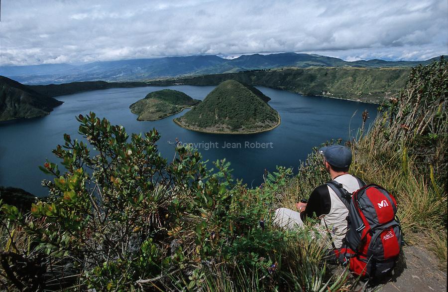 Amérique du Sud. Equateur. Trekking sur les volcans d'Equateur. Lagune Cuicocha (3100 m) sur les flancs du volcan Cotocachi (4936 m), flore très variée.South America. Ecuador. Trekking on the volcanoes